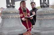 Епископ Нарвский и Причудский Лазарь освятил колокола, которые будут созывать в Нарве верующих на молитву_27