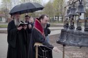 Епископ Нарвский и Причудский Лазарь освятил колокола, которые будут созывать в Нарве верующих на молитву_32