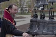 Епископ Нарвский и Причудский Лазарь освятил колокола, которые будут созывать в Нарве верующих на молитву_36